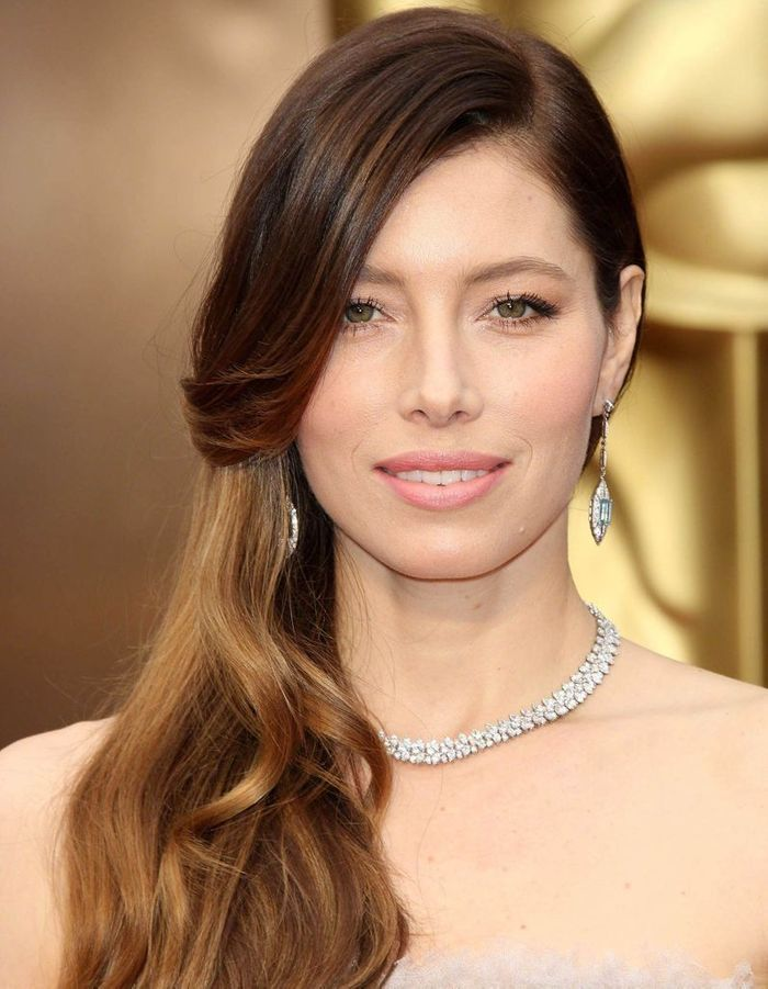 les cheveux ch tain clair de jessica biel ind modable le ch tain clair illumine les cheveux. Black Bedroom Furniture Sets. Home Design Ideas