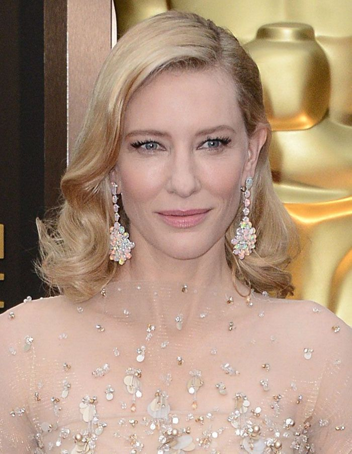 cate blanchett et son carr glamour oscars les 30 plus beaux looks beaut elle. Black Bedroom Furniture Sets. Home Design Ideas