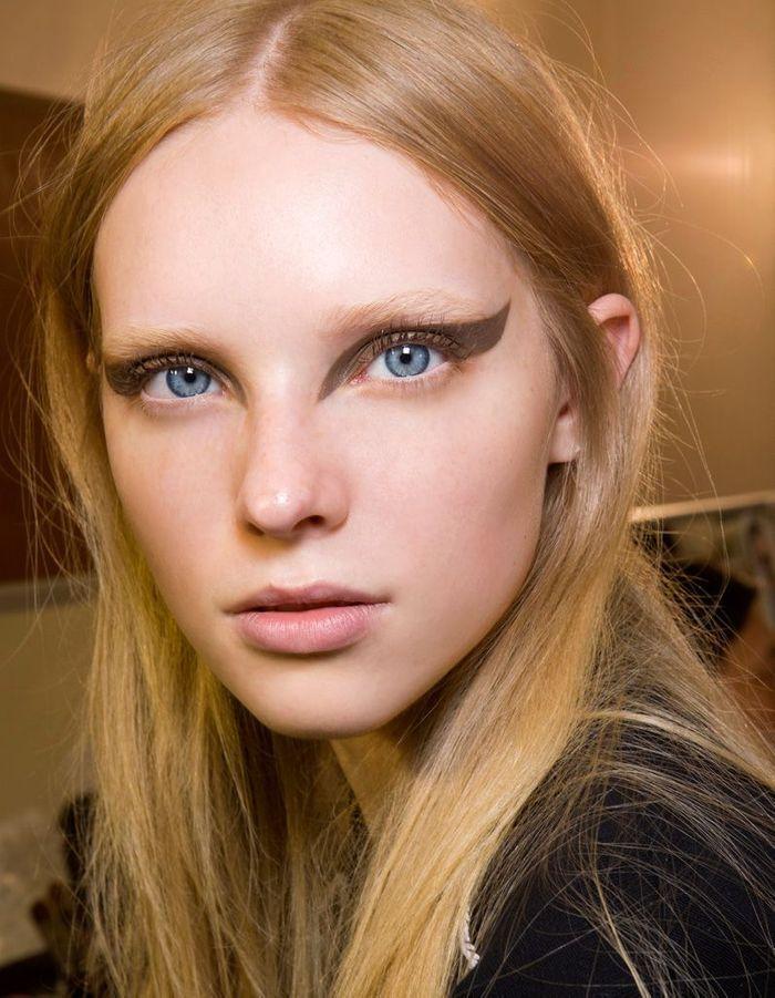 eye liner pinceau 10 nouvelles fa ons de porter l 39 eye liner ce printemps elle. Black Bedroom Furniture Sets. Home Design Ideas