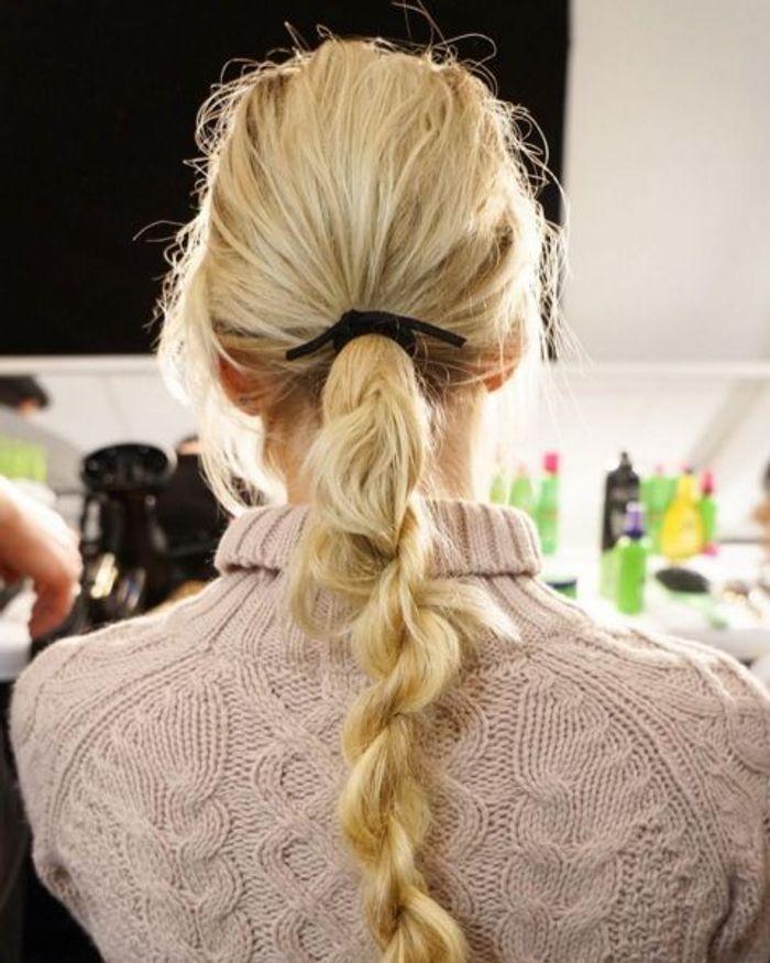 La twisted ponytail du défilé Rebecca Minkoff