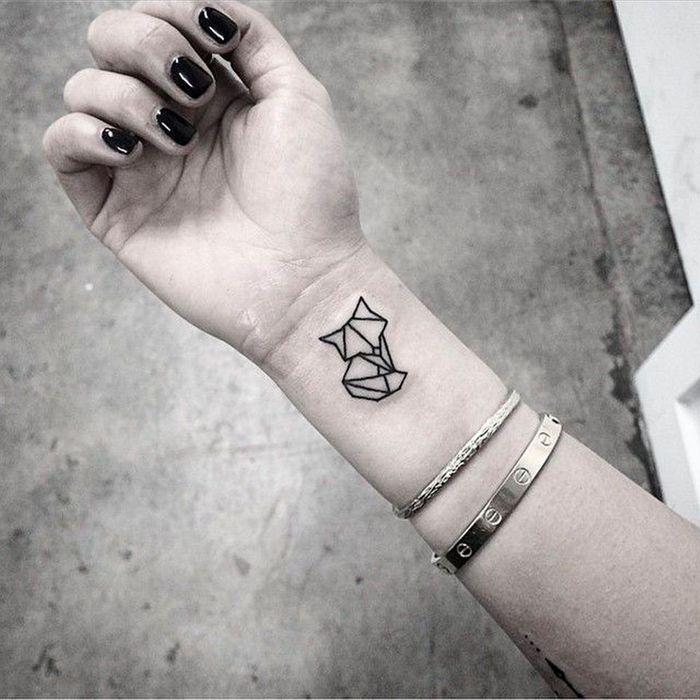 tatouage chat bras tatouage chat les 20 plus jolies inspirations pinterest elle. Black Bedroom Furniture Sets. Home Design Ideas