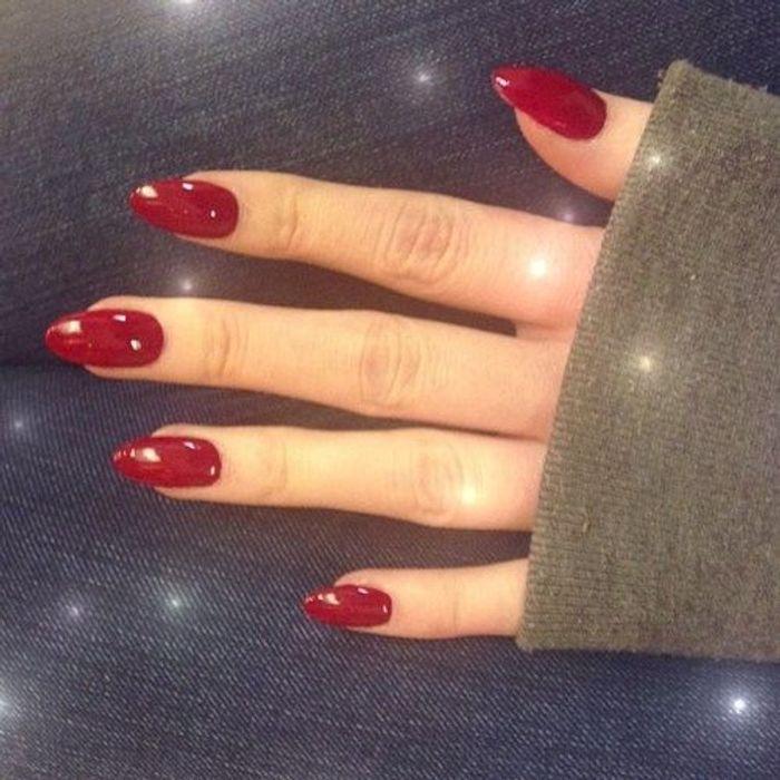 faux ongles rouge bordeaux