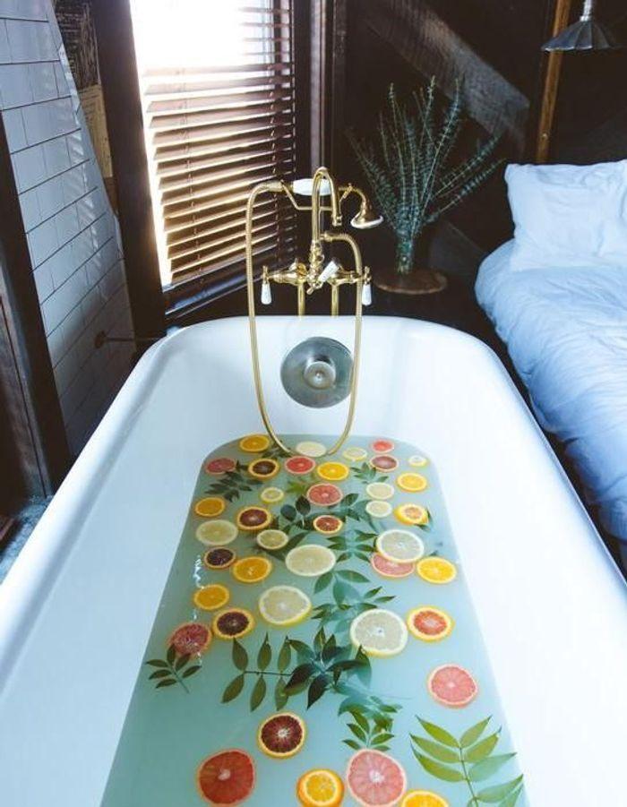 6 photos et recettes pour se faire un bain de fleurs 100% bien-être