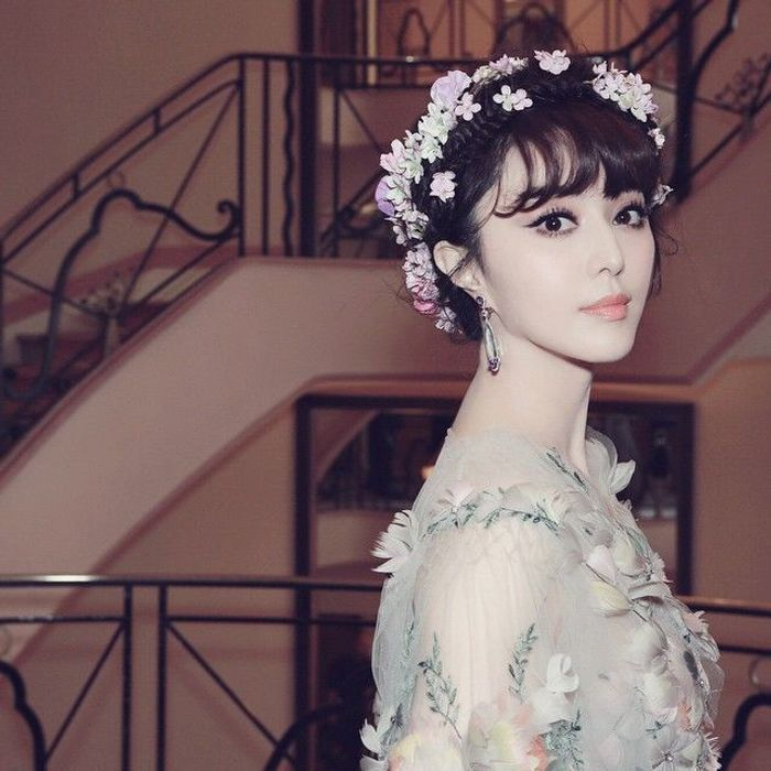 Fan Bingbing et sa sublime couronne de fleurs