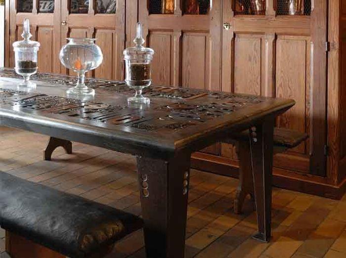 12 tables en scène