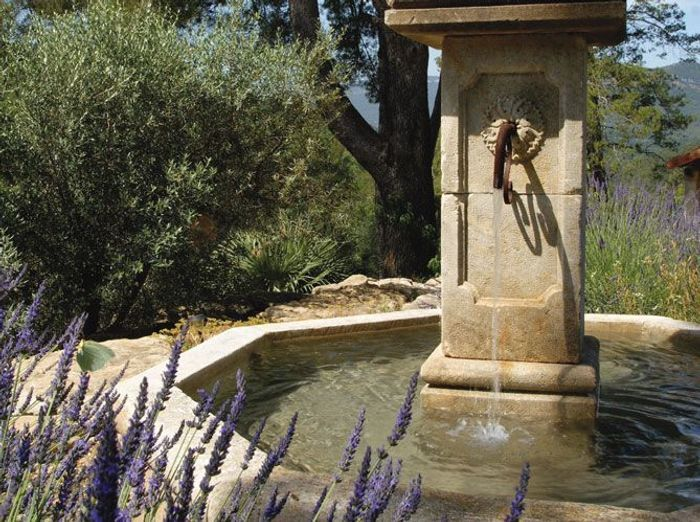 Fontaines : un coin de rêve au jardin - Elle Décoration