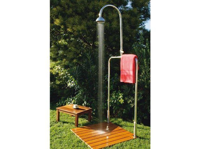 les douches d 39 ext rieur s 39 invitent au jardin elle d coration. Black Bedroom Furniture Sets. Home Design Ideas