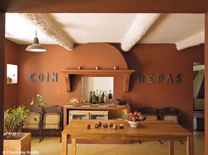 un vieux mas proven al comme on les aime elle d coration. Black Bedroom Furniture Sets. Home Design Ideas