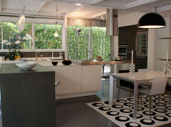 Une belle et grande cuisine pour recevoir elle d coration - Table de cuisine design ...