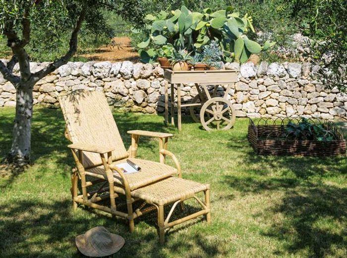 Transats chaises longues et bains de soleil pour l t for Chaise longue jardin maison du monde