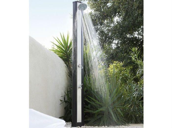 15 douches d ext rieur pour se relaxer au jardin elle for Douche exterieur design