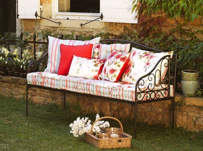 fer forgé : la touche rétro de votre mobilier de jardin - elle