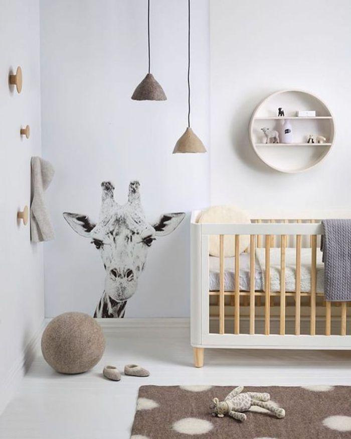 Un papier peint girafe dans une chambre de bébé