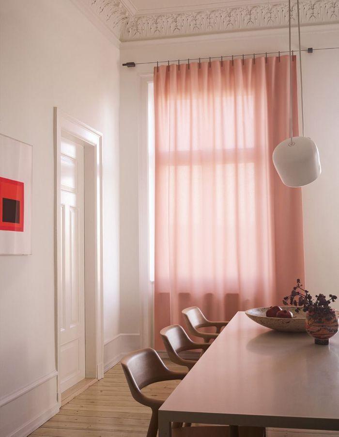 Des rideaux rose pâle