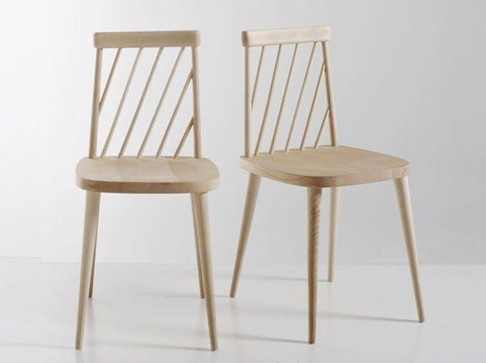 Des chaises à barreaux en bois