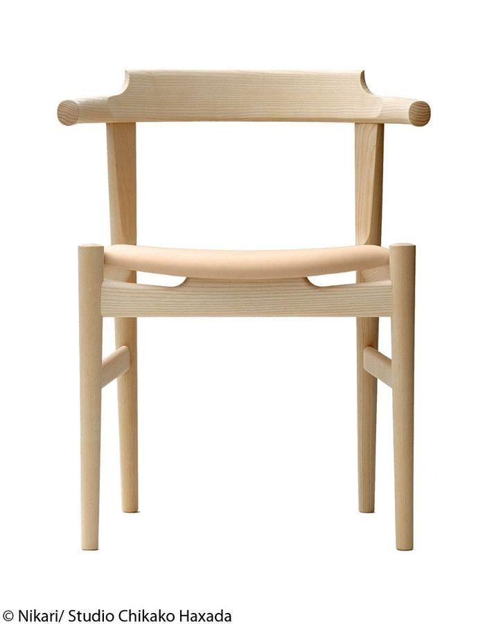 Chaise en bois avec assise en cuir
