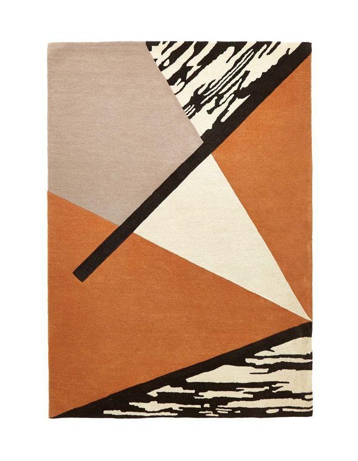 Un tapis orange graphique