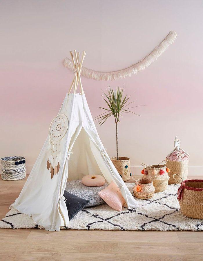 Une chambre d'enfant zen via un tipi comme refuge
