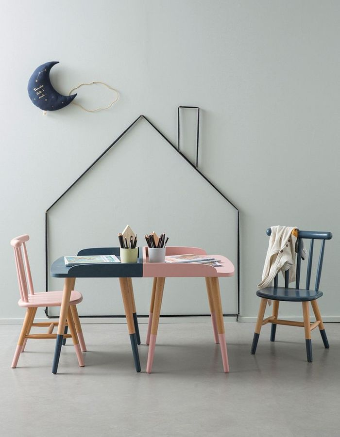 Peindre les murs dans une teinte claire pour rendre la pièce douce et lumineuse