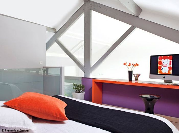 Chambre design orange violet