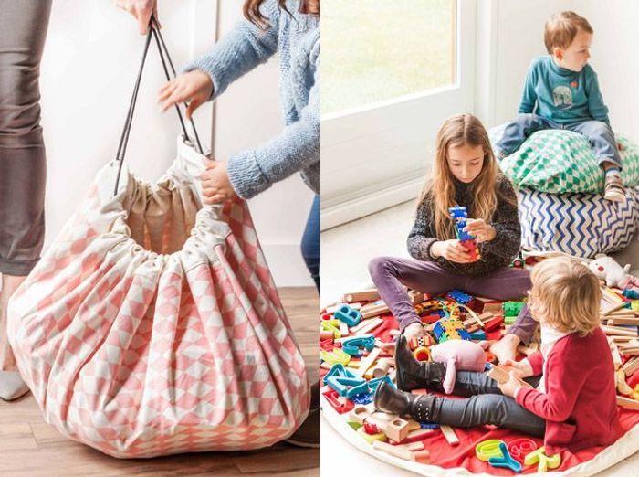 Un sac à jouets en guise de tapis de jeux