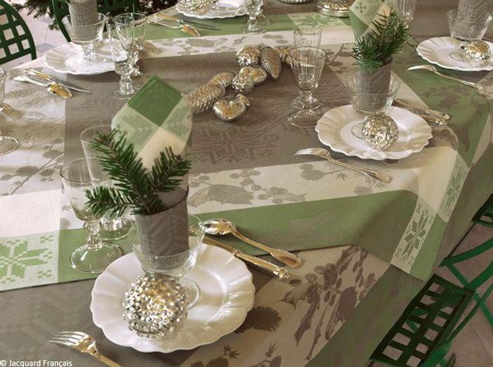 Nos 40 id es d co pour une table de r veillon sur son 31 - Deco de table serviette ...