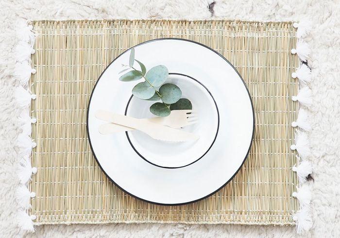 Déco de table pas chère : un set de table à pompons