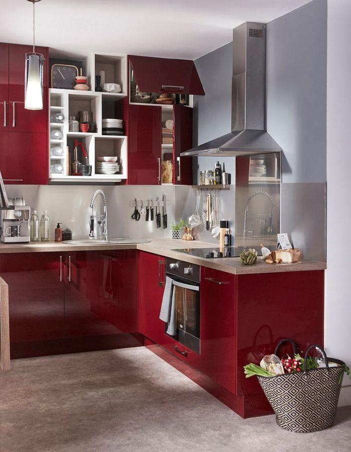 Des placards de cuisine pratiques qui mixe les modèles