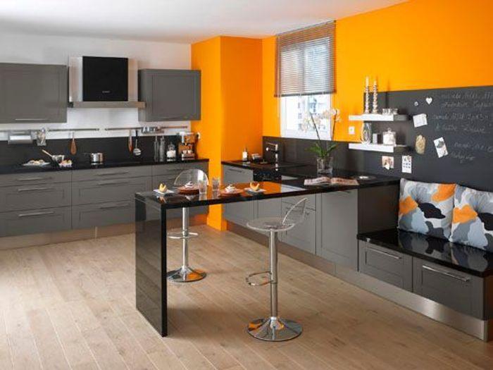 Une cuisine r invent e vive la couleur elle d coration for Cuisine jaune et grise