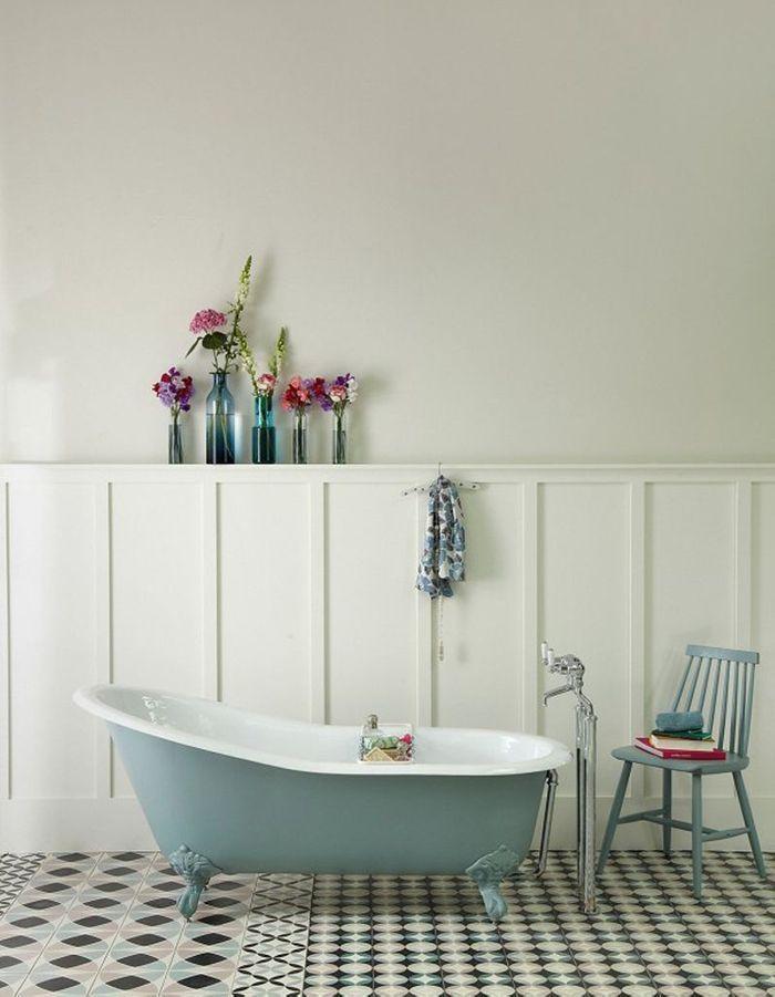 Couleur salle de bains 15 astuces pour apporter de la for Dans la salle de bain