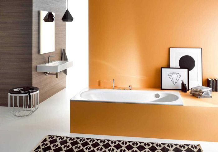 De la couleur dans la salle de bains via un coffre de baignoire repeint