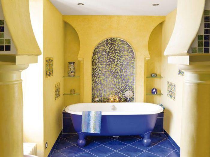 Salle De Bain Bleue Et Blanche : Les couleurs s invitent dans la salle de bains elle