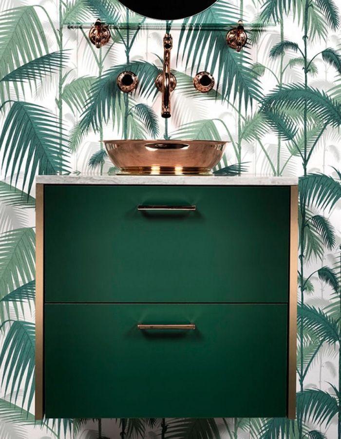 Un papier peint végétal pour une salle de bains exotique