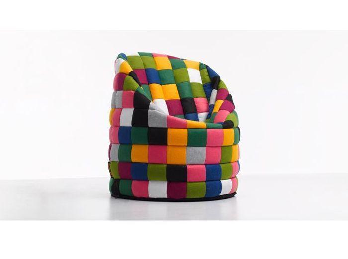 Un pouf multicolore