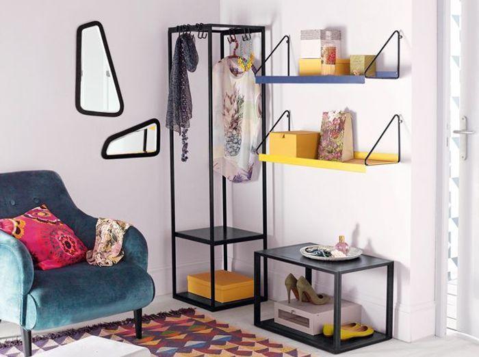 Un dressing grâce à de petits meubles
