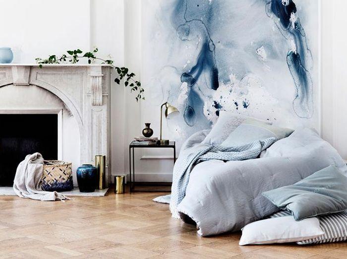 Une chambre blanche et délicate grâce au jeu de bleus