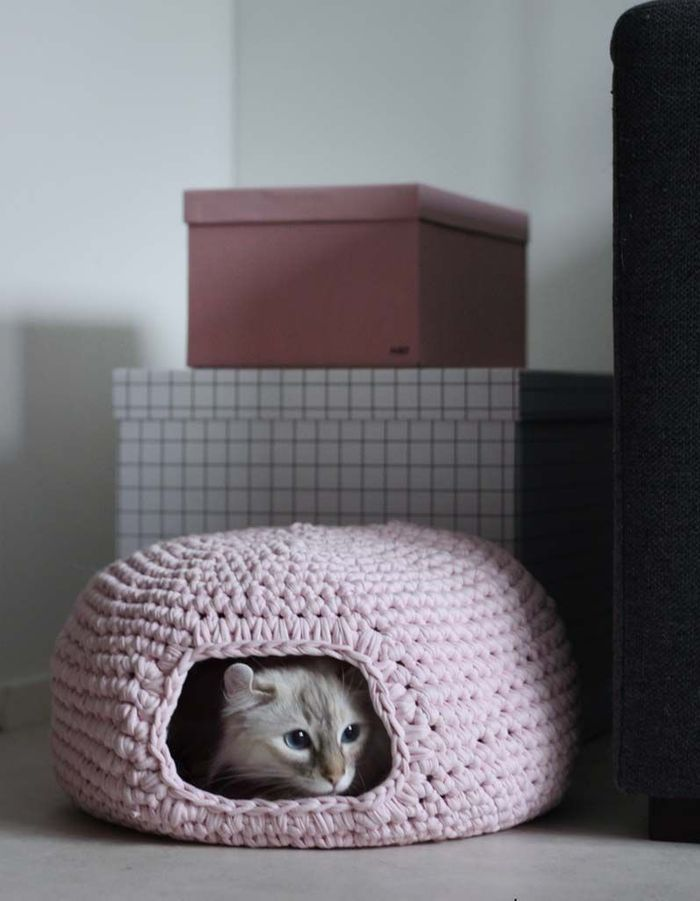 Un DIY pour réaliser une maison pour chien et chat en crochet