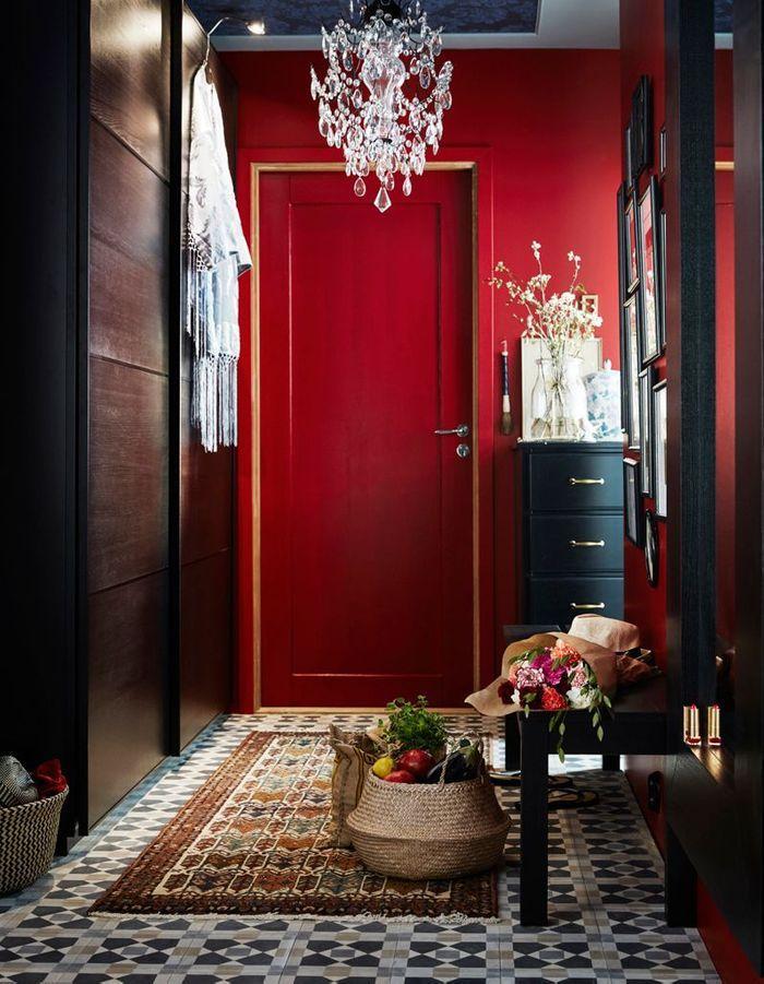 Peindre son couloir via des murs rouges