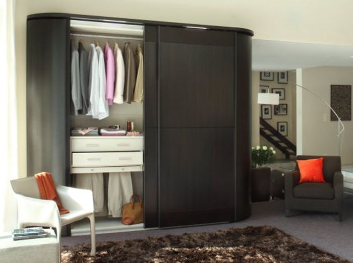 ide dressingu ou armoire with fermer un dressing avec des rideaux. Black Bedroom Furniture Sets. Home Design Ideas