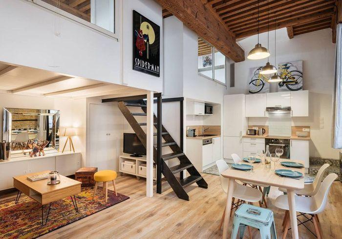 Loft avec poutres apparentes à Lyon