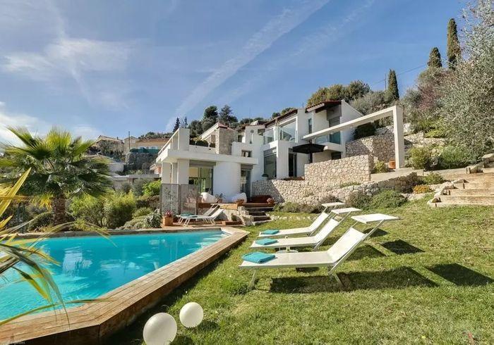 Villa vitrée avec vue à 180 degrés à Nice