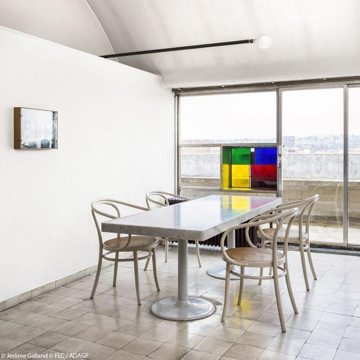 Une salle à manger au design épuré