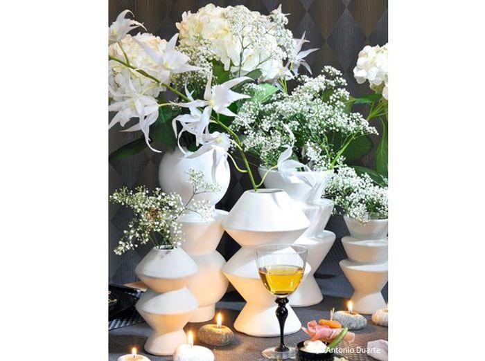 Fleurs mariage table vases geometriques