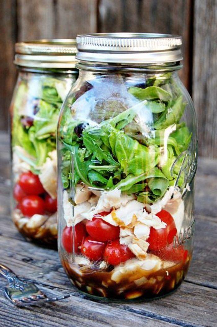 salade de poulet en bocal saladinajar le bon r flexe pour une alimentation saine elle table. Black Bedroom Furniture Sets. Home Design Ideas