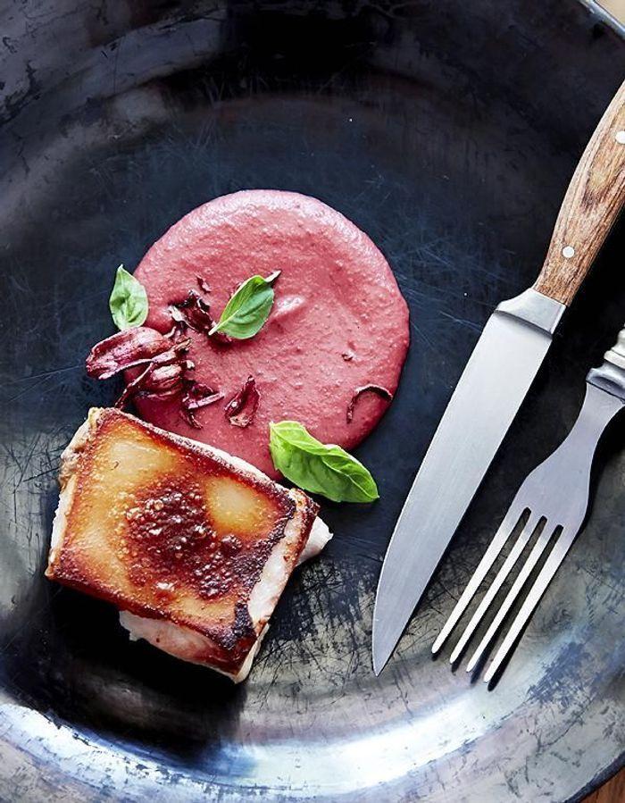 Cochon de lait au mole rose