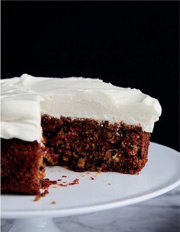 Gâteau à la betterave, au gingembre et à la crème aigre