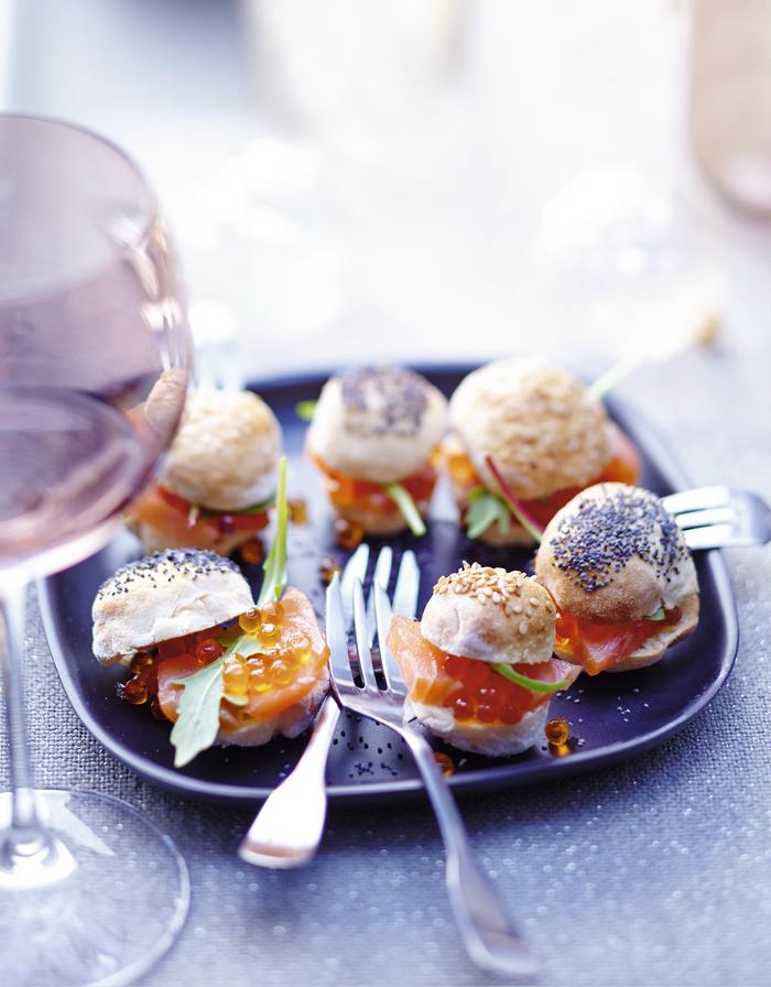 Mini-burgers surprise au saumon fumé