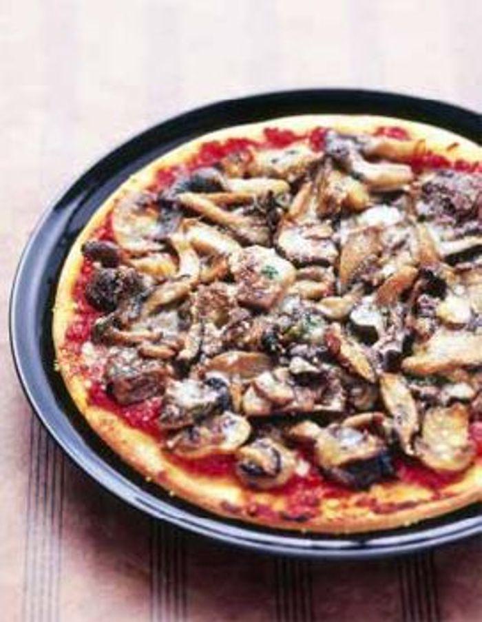 Pizza multicolore aux champignons