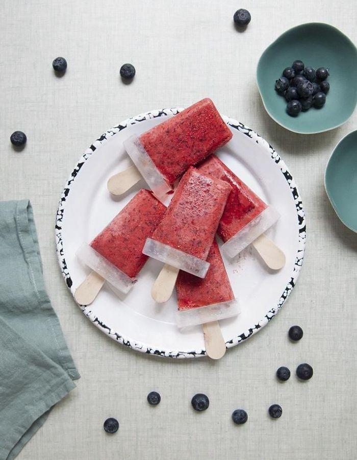 Popsicles yaourt et fruits rouges