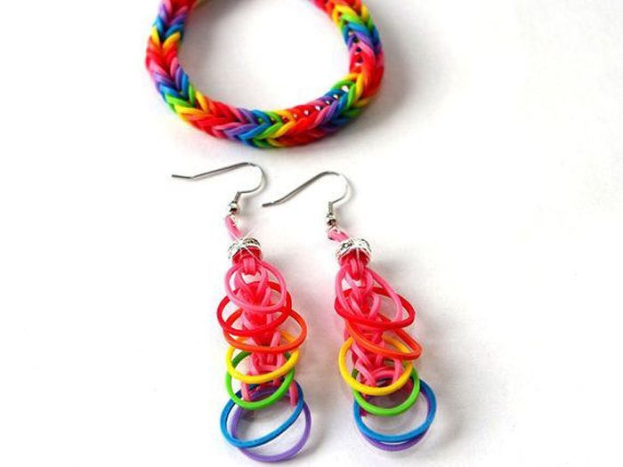 des boucles d oreilles rainbow loom les cr ations les. Black Bedroom Furniture Sets. Home Design Ideas